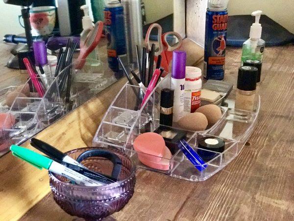 Pioneer Woman's lodge makeup room