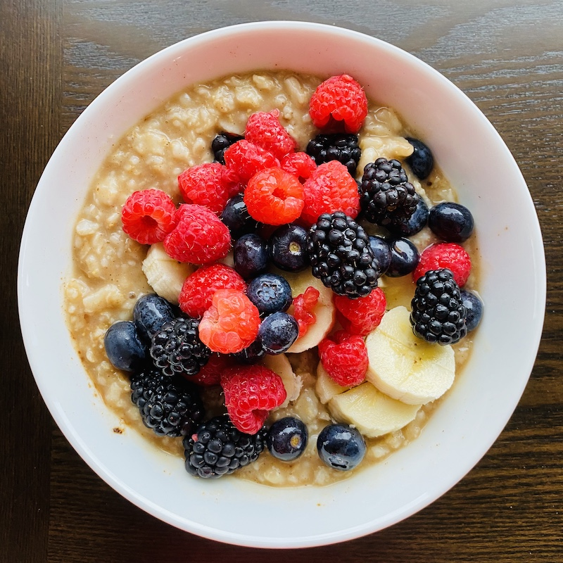 foods to help you lose weight with noom oatmeal with berries