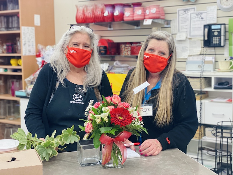 Hy-Vee floral department workers